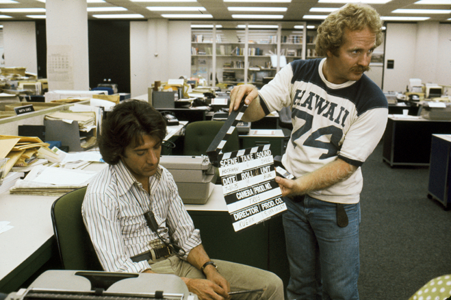 Behind the scenes shot of Dustin Hoffman as Carl Bernstein