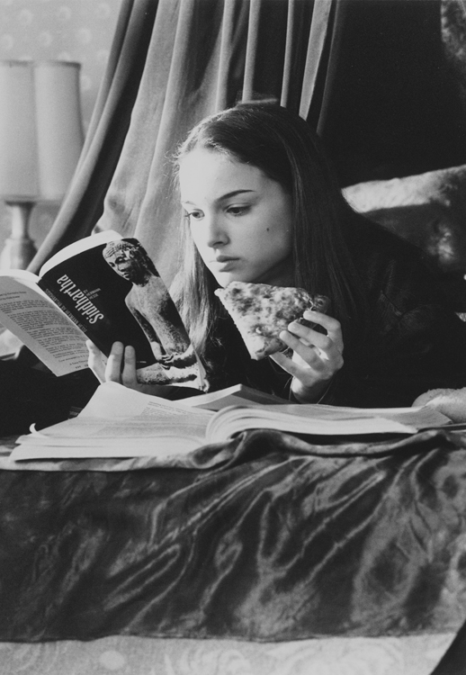 "Natalie Portman as Taffy Dale eating pizza, and reading ""The Siddhartha"" book."