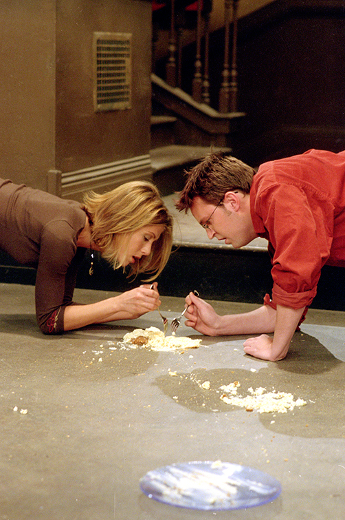 Rachel and Chandler eating cheesecake off the floor