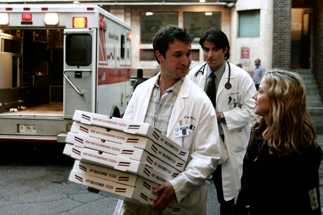 Medium shot of Noah Wyle as Dr. John Carter holding pizzas, Goran Visnjic as Dr. Luka Kovac and Linda Cardellini as Nurse Samantha Taggart.