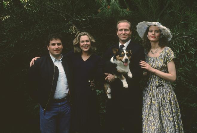 director Lawrence Kasdan, Kathleen Turner as Sarah, William Hurt as Macon (holding dog/Edward) and Geena Davis as Muriel.