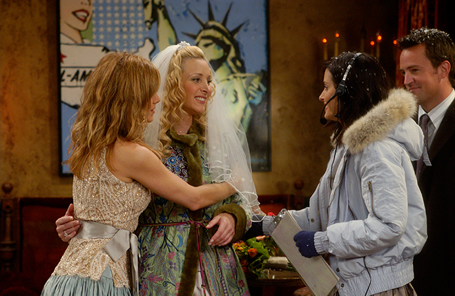 Phoebe in her wedding veil with Rachel and Monica on either side of her