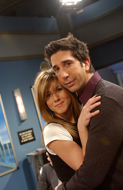 Medium publicity shot of Jennifer Aniston as Rachel and David Schwimmer as Ross.