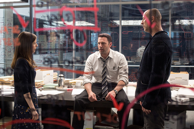 """anna kendrick, ben affleck and director gavin o'connor go over the \""""super-brain"""" scene on the set of The Accountant"""