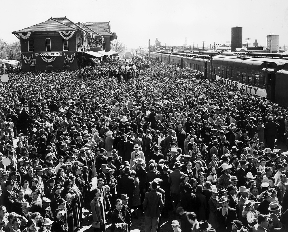gigantic crowd that greeted the arrival of the Dodge City Special