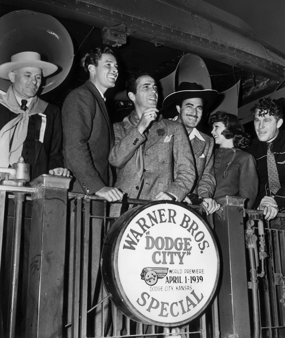 "Dodge City Leon Turrou, Errol Flynn, Humphrey Bogart, Gilbert Roland, Jean Parker, and Guinn ""Big Boy"" Williams"