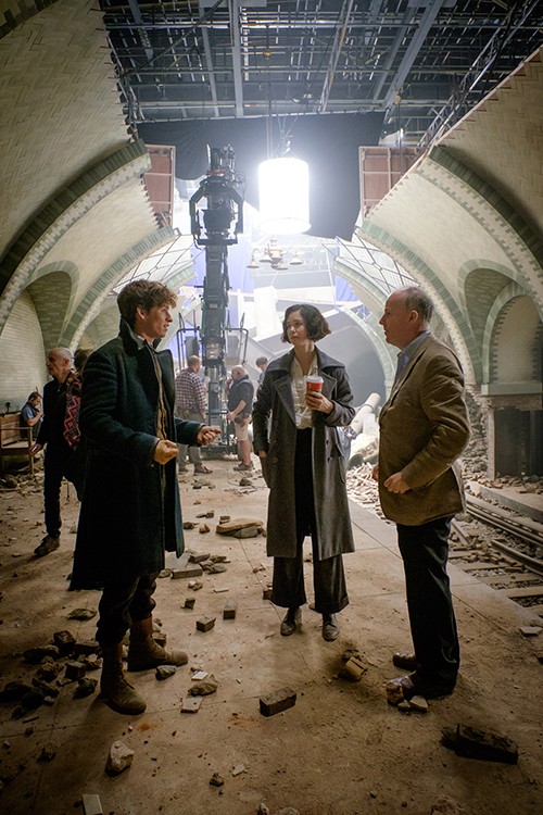 EDDIE REDMAYNE, KATHERINE WATERSTON and director DAVID YATES on the set