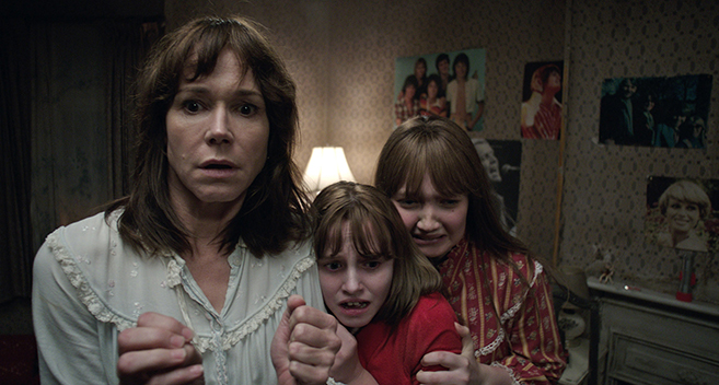 frances o'connor as peggy hodgson, madison wolfe as janet hodgson and lauren esposito as margaret hodgson in the conjuring 2