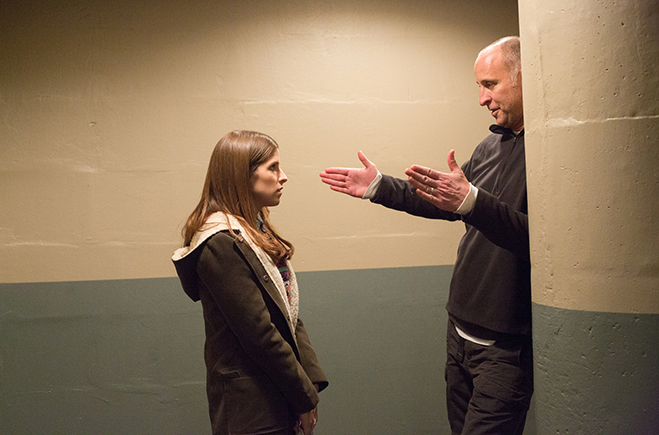 """Director Gavin O'Connor chats with Oscar nominated actress Anna Kendrick on the set of \""""The Accountant"""""""