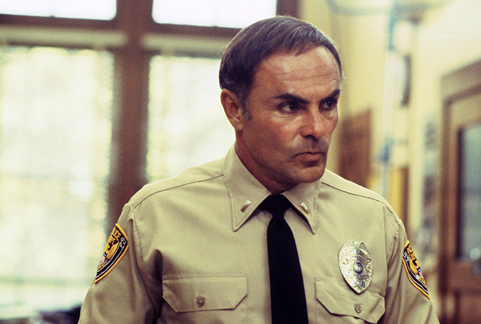 John Saxon as Lt. Thompson.