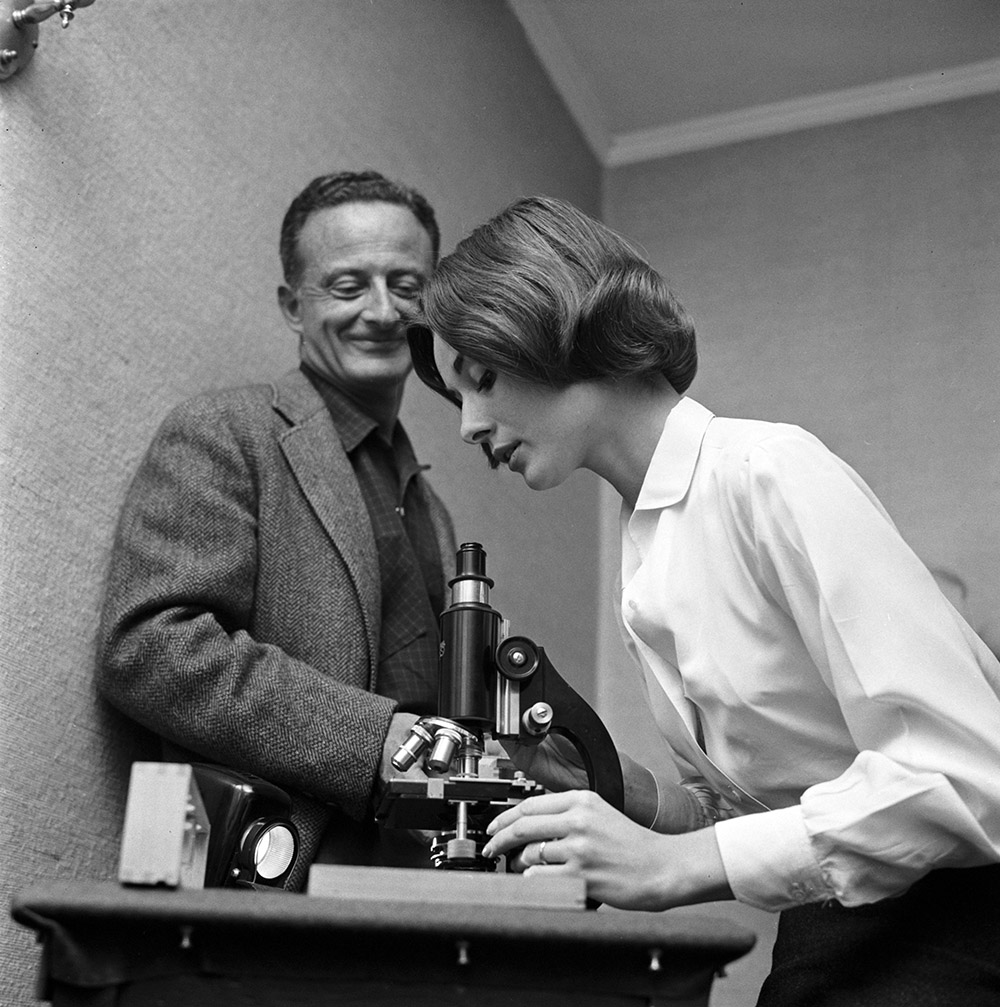 The Nun's Story - Fred Zinnemann and Audrey Hepburn with microscope