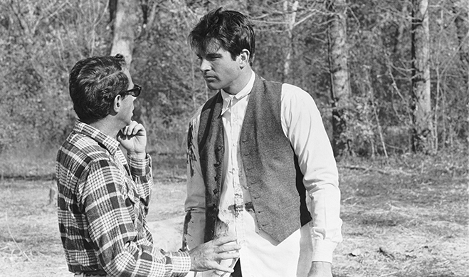 director arthur penn and producer/star warren beatty pictured during one of their now-famous on-set conversations.