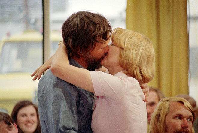 Kris Kristofferson and Ellen Burstyn kissing in Alice Doesn't Live Here Anymore