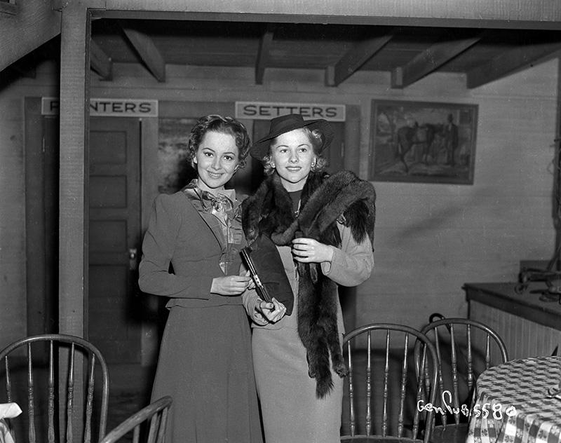 Olivia de Havilland and Joan Fontaine.