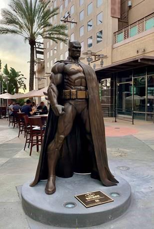 Photo of the Batman: Hush bronze sculpture located on the AMC Walkway in Downtown Burbank, California