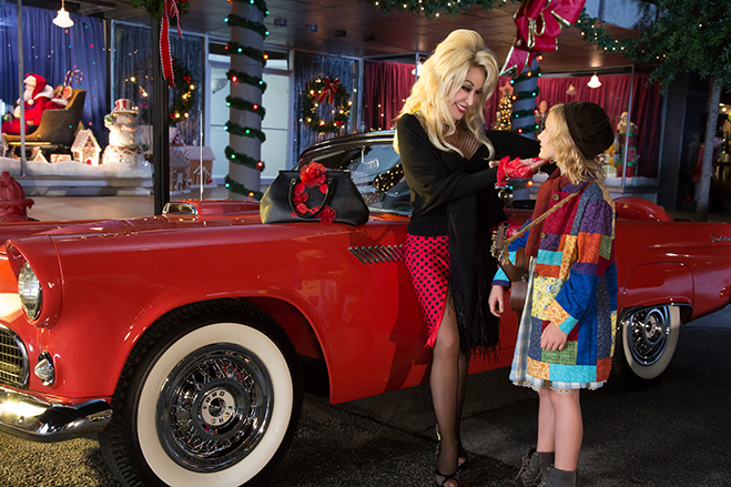 Dolly Parton and Alyvia Alyn Lind in Christmas of Many Colors