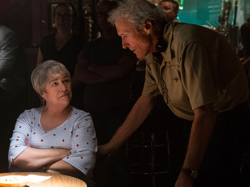 "Clint Eastwood an Kathy Bates in ""Richard Jewell"""