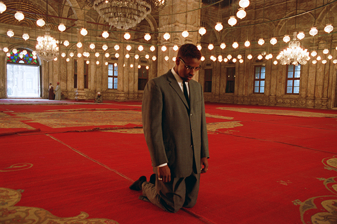 Denzel Washington as Malcolm X during a pilgrimage to Mecca