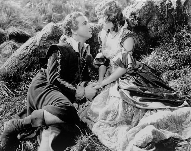 Dick Powell as Lysander romancing Olivia de Havilland as Hermia in A Midsummer Night's Dream