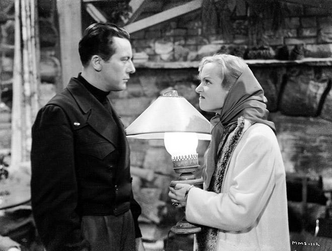 Gene Raymond as Jeff Custer and Carole Lombard as Ann Smith wearing scarf