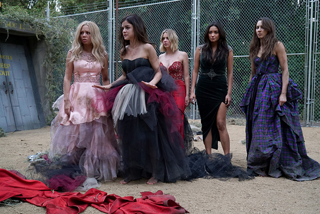 the cast in a scene of pretty little liars