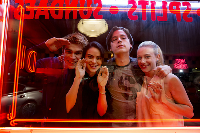 cast of riverdale in a publicity photo
